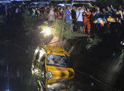 湖南幼儿园校车翻入水库致11死