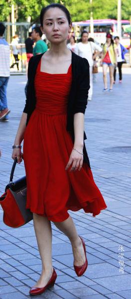 激情夏日街拍性感飘逸清凉养眼的长裙美女