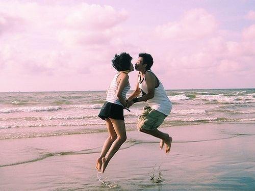 海岛轻旅行 情侣拍照姿势小妙招