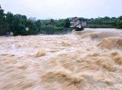 重庆洪水袭城千人转移洪安古镇被淹