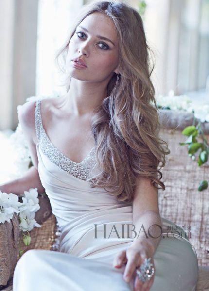 怀旧中的现代时尚礼服打造时空穿越感的新娘形象