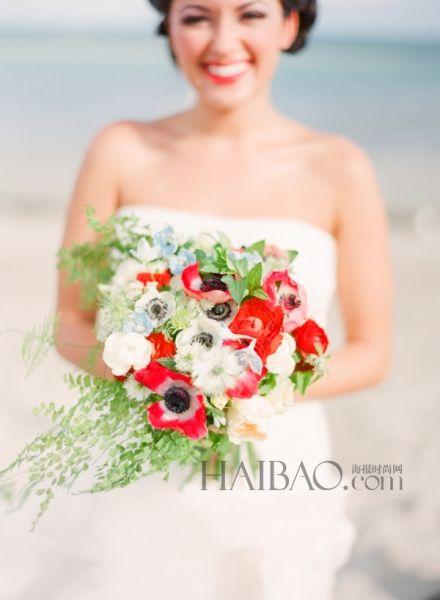 适合夏日的垂坠感新娘捧花花穗在指尖轻盈跃动