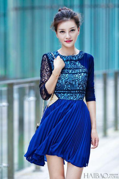 达人潮流示范教你玩转宝蓝色系纯美穿搭