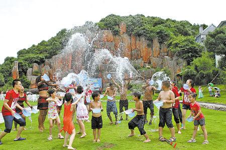 奉化黄贤森林公园邀请佤族舞者举办夏日狂欢节