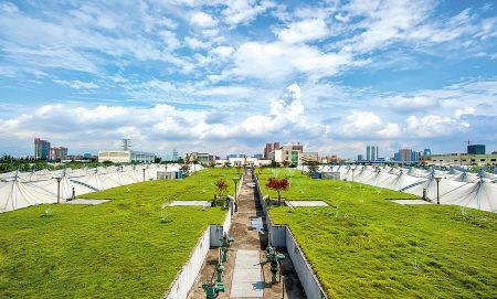 图为采用生物除臭技术的南区污水处理厂一角。
