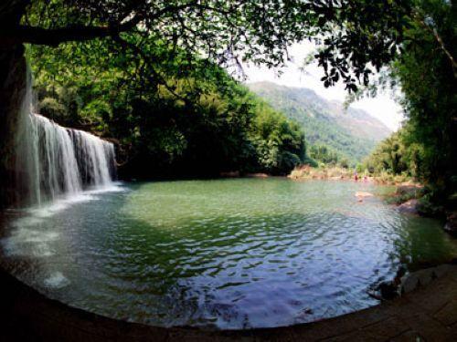 飞瀑为特色的风景名胜区