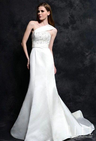 梦幻蕾丝Amelia2015春季婚纱将纯白进行到底