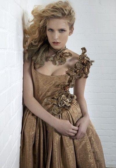 Vivienne带你玩转朋克婚纱驾驭帅气英伦风