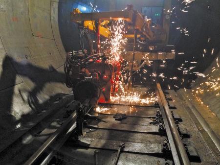 宁波轨交2号线一期开始轨道焊接