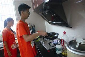 学生自己做饭
