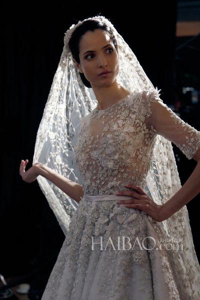 设计师解读婚纱故事感受倾注在嫁衣中的情感