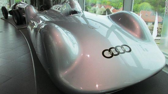 奥迪v16,在1937年10月的实地测试中时速超过400公里每小时