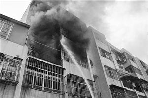 火灾现场浓烟滚滚 通讯员供图