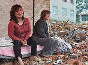 河南夫妻半夜被抛墓地回家房屋成废墟