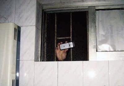 手机偷拍(资料图)