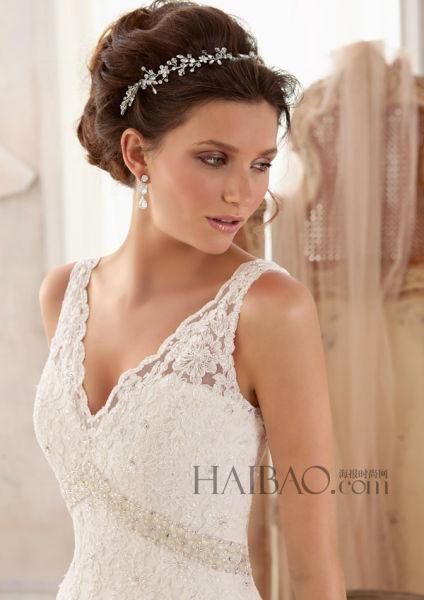 纯净白色中的柔美粉色打造浪漫公主新娘形象