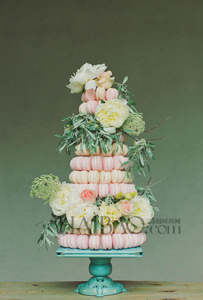 婚礼蛋糕也可如此与众不同与婚礼嘉宾分享甜品