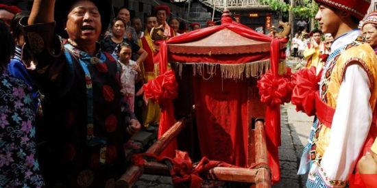 世界之大无奇不有细数中华民族奇怪的婚礼习俗