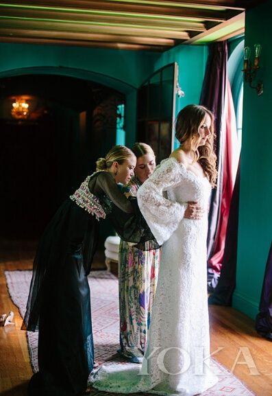 奥尔森姐妹首次涉足蕾丝浪漫的婚纱设计