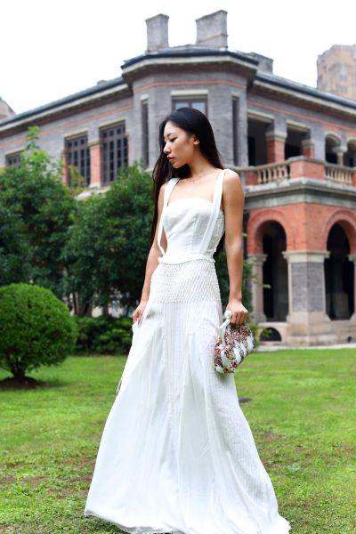 组图:潮人时尚搭配日记之女神范优雅黑白长裙