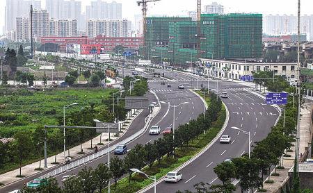 已经通车的广德湖路(堇山西路-四明西路),使海曙区与鄞州区沟通变成一路直达。(胡建华 摄)