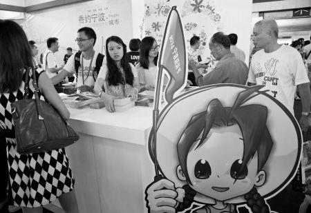 昨天,宁波旅展吸引了众多消费者。 记者 王勇 摄