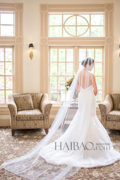 浪漫仪式现场新娘身着唯美嫁衣走红毯