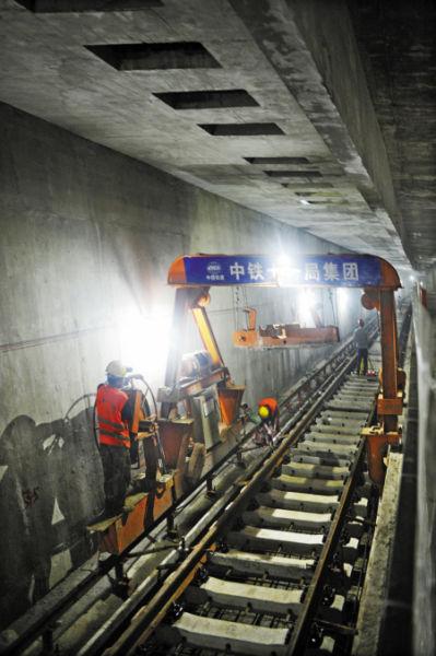 宁波轨道2号线一期工程地下线左线实现轨通。