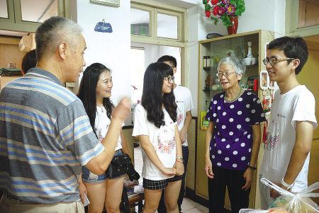 志愿者能量屋项目拍卖会举行