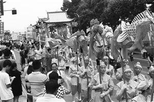 昨天,为庆祝第十七届中国(象山)开渔节的到来,象山渔区民俗文化大巡展在石浦渔港举行 摄影 记者 张培坚