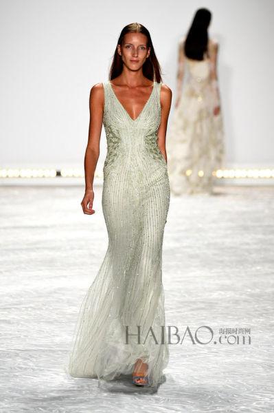 将T台风采带入婚嫁时尚打造红毯上的优雅新娘