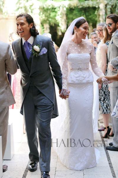 新娘身着纪梵希高级定制婚纱幸福出嫁(组图)