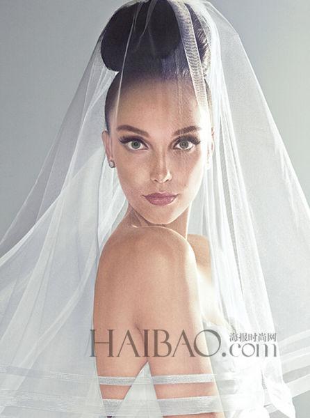 冬季婚礼上的新娘头纱演练浪漫情怀(组图)