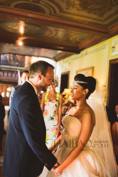 粉色与金色主题伦敦婚礼 身着唯美嫁衣幸福出嫁