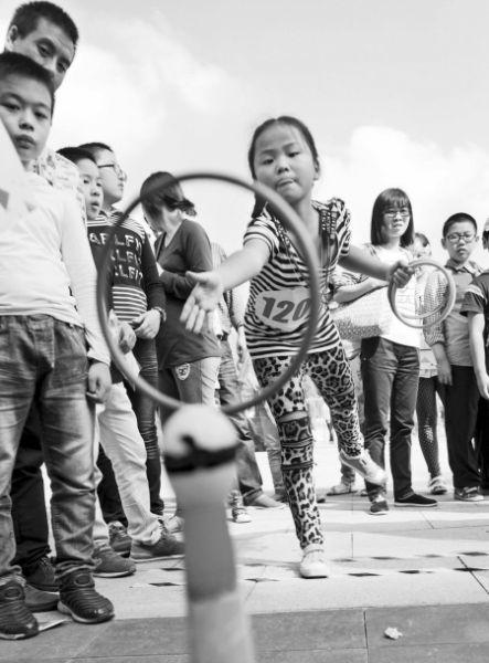 市民参与幸运连连活动。