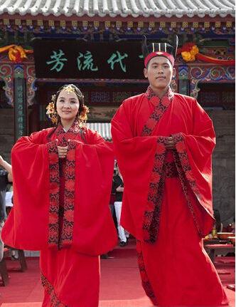 浓郁民俗演绎别样浪漫揭汉服婚礼传统流程