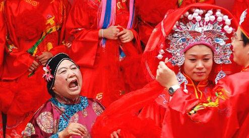 无媒不成婚解说中式婚礼习俗中媒婆的重要性
