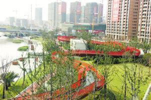 姚江北侧滨江绿化景观工程项目的空中走廊。