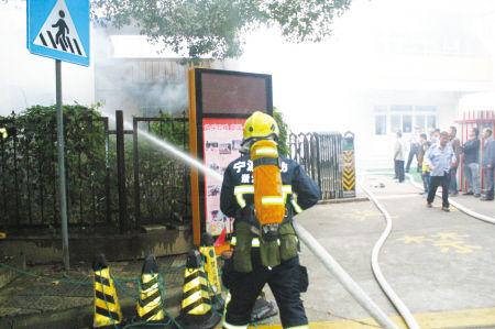 灭火现场。 消防供图
