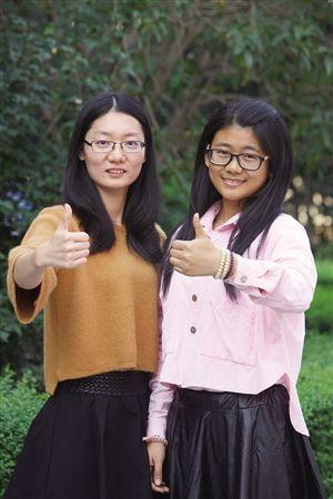 三次成为志愿者,李梦梅(左)和姚彦含用细心赢得组委会认可