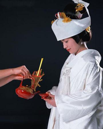 揭开日本和服新娘出嫁大日子的传统婚礼习俗