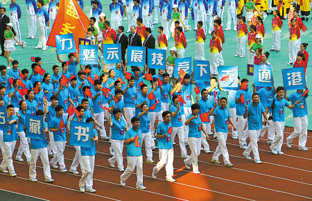 宁波体育代表团亮相省运会开幕式现场。(记者 李岩宏 摄)