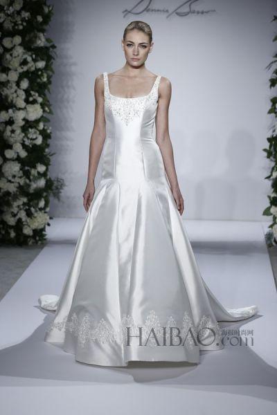 闭场秀的深v欧根纱新娘礼服加上了口袋,这在新娘婚纱的设计中很少看到