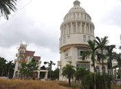 海南农民建别墅形似美国国会大厦