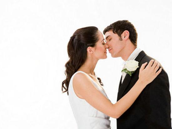 婚前整容忙47%女性隆胸25%男性缩胸(组图)