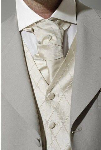 称职新娘做好形象管理盘点挑选新郎领带技巧