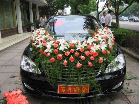 大日子婚车承载幸福教你选择婚车鲜花装饰