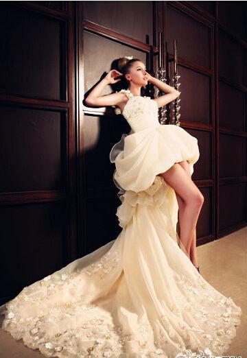 短款婚纱突显新娘修长双腿大日子幸福出嫁