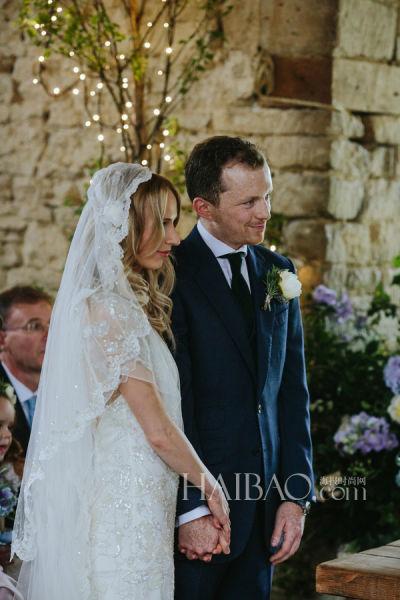 来自二十世纪复古婚礼新人举办优雅仪式