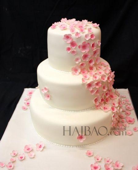 粉色婚礼蛋糕装扮冬季婚礼唯美花瓣迎来大日子